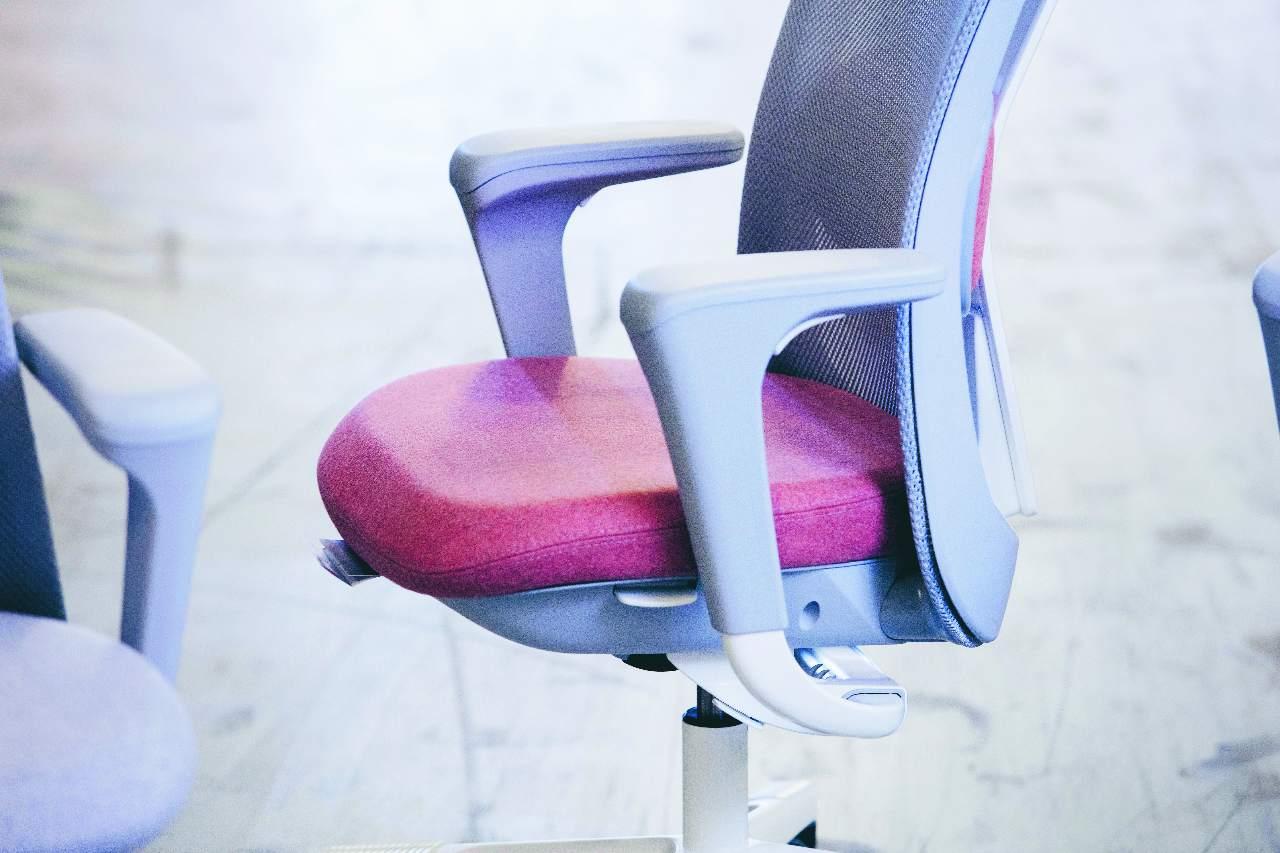 Juiste zithouding: hoe stel ik mijn bureaustoel in?