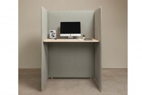 Bureau met privacy panelen