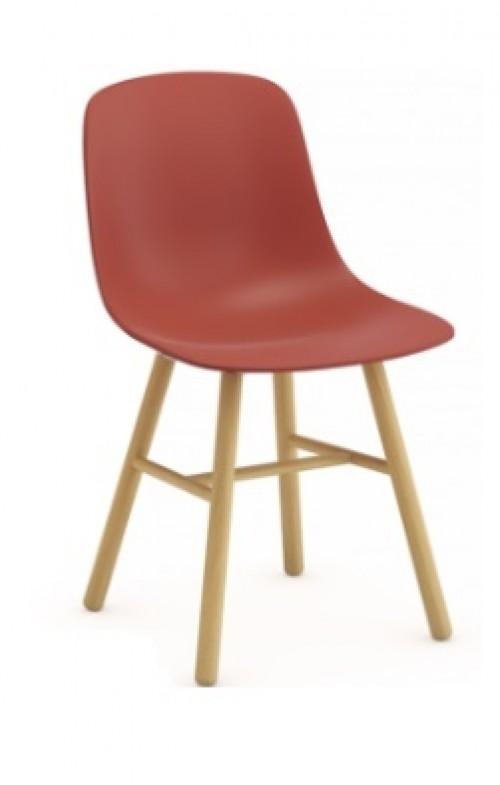 Kunststof stoel met houten onderstel