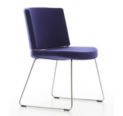 Moderne stoel Kurvi Sledeframe