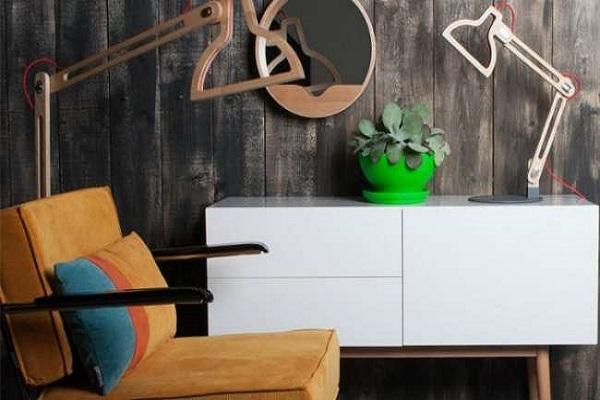 Houten Bureau Kantoor : Overhead van essentiële kantoor objecten om op houten bureau
