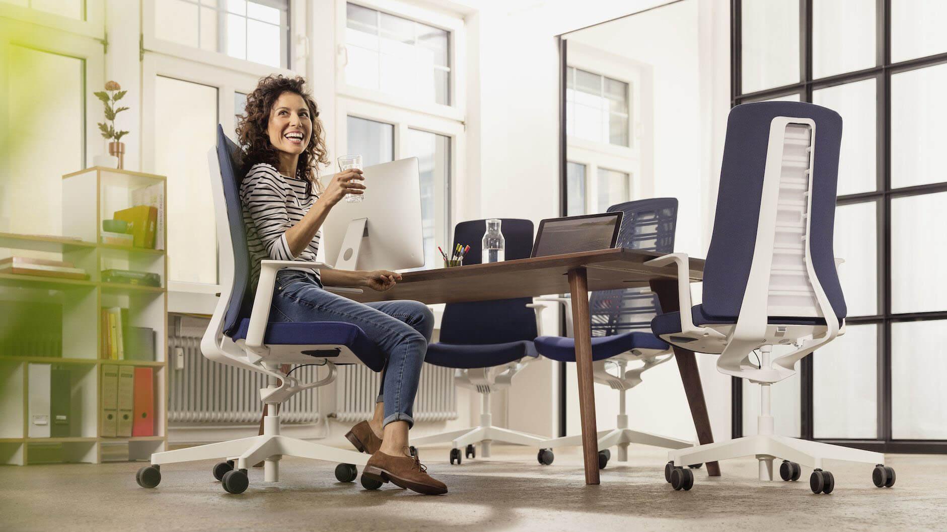 Welke bureaustoel kies ik bij rugklachten?