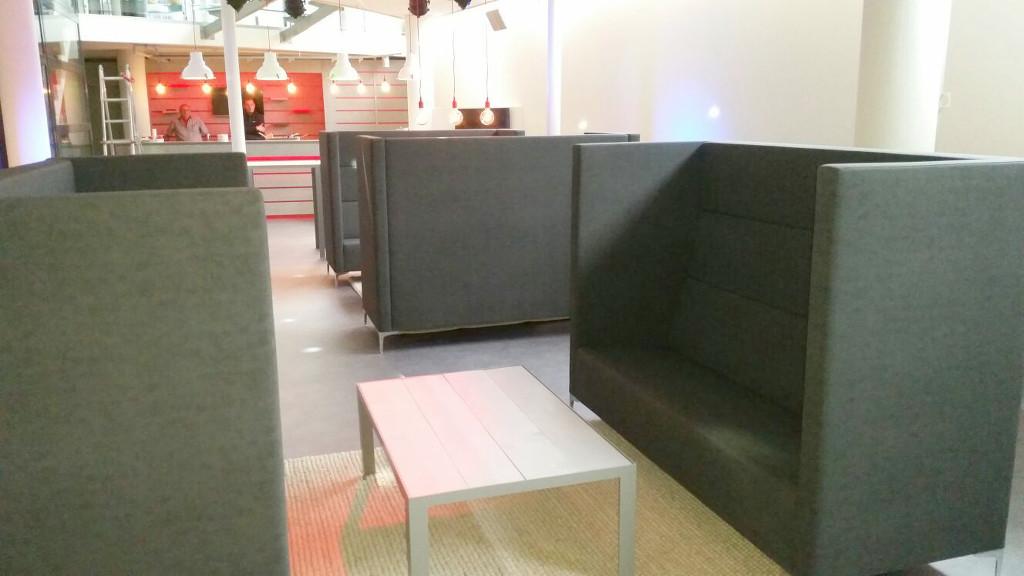 3. Flex overlegplek met akoestische meubelen