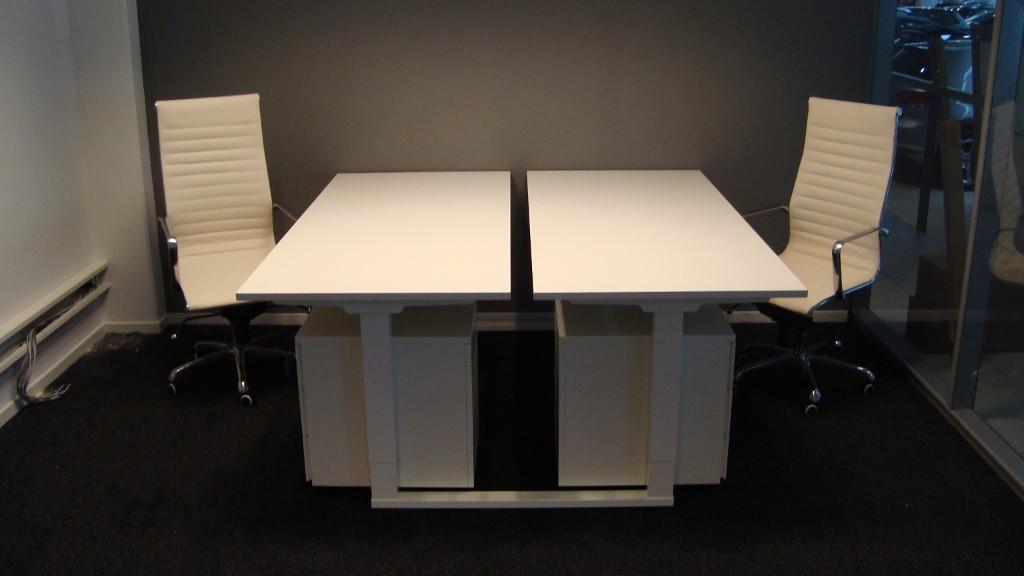 wit duo bureau met bureaustoel