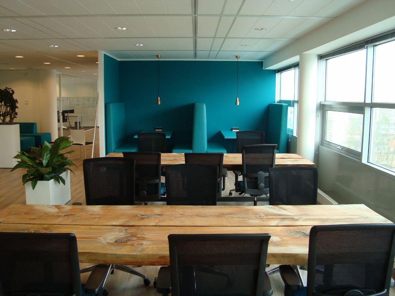 massief-houten-tafels-kantoor-inrichting