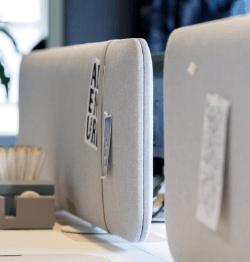 Akoestisch bureaupaneel pillow desk