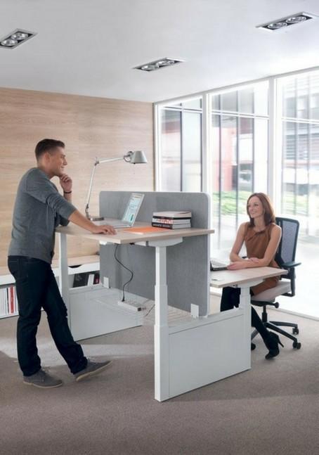 Ergonomische werkplek zit sta bureau