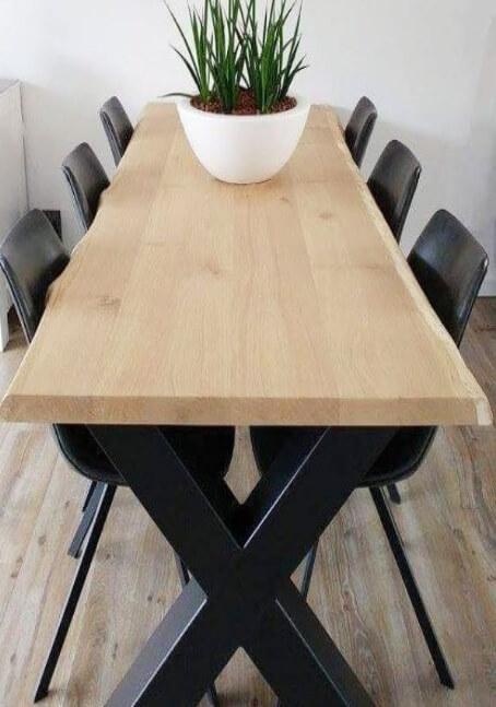 Houten tafelblad met x-onderstel