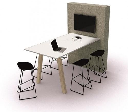 Hoge vergadertafel met scherm